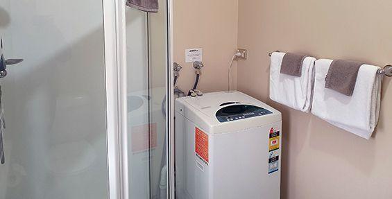 2-bedroom apt (c) bathroom