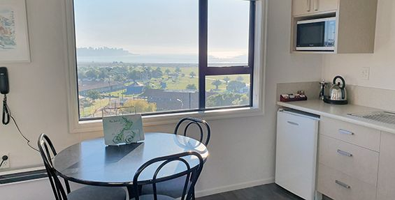 superior 1-bedroom suite dining/kitch