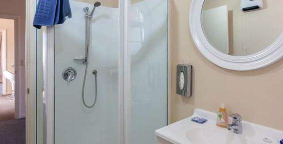 2-bedroom apt (d) bathroom