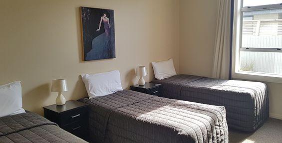 2-bedroom apt (e) bedroom