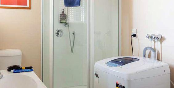 2-bedroom apt (e) bathroom