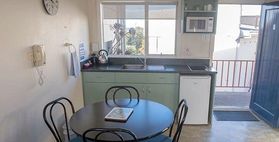 1-bedroom suite kitchen