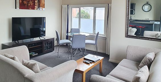 2-bedroom apt (c) lounge
