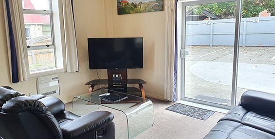 2-bedroom apt (f) lounge