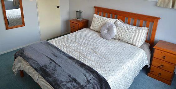 waitomo big bird retreat bedroom
