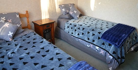 waitomo big bird retreat single beds