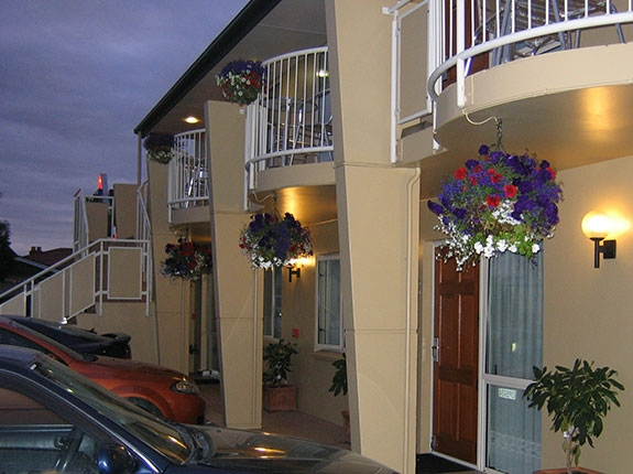 conveniently located motel close to many local attractions and amenities