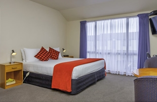 Riccarton rd accommodation directly opposite to the mall