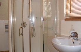 Ensuite bathroom of Studio unit six