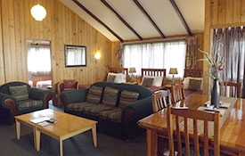 spacious lounge and dining of Pine Cottage