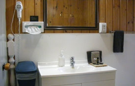 private bathroom of Pine Cottage