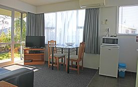 1-bedroom apartment - dining table