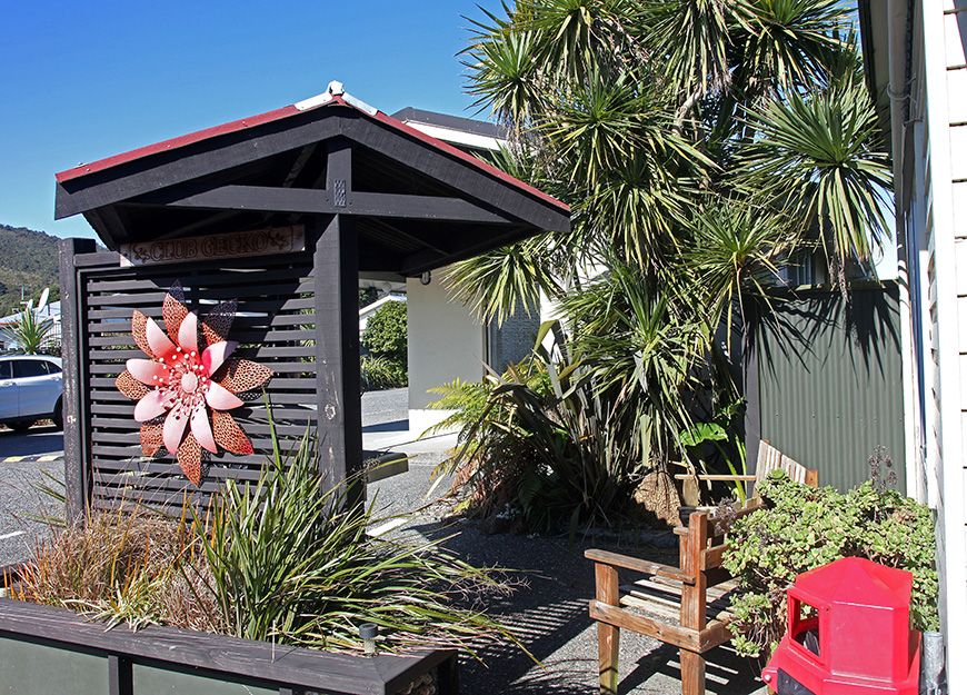 scenicland motel garden area