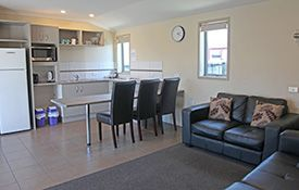 executive 1-bedroom apartment - dining area