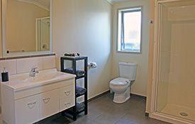 executive 1-bedroom apartment - bathroom
