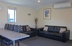 executive 1-bedroom apartment - lounge area