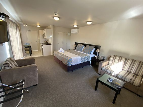 executive/honeymoon suite bed