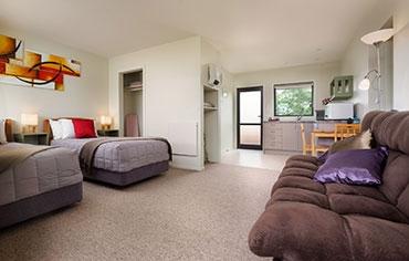 garden studio with twin beds