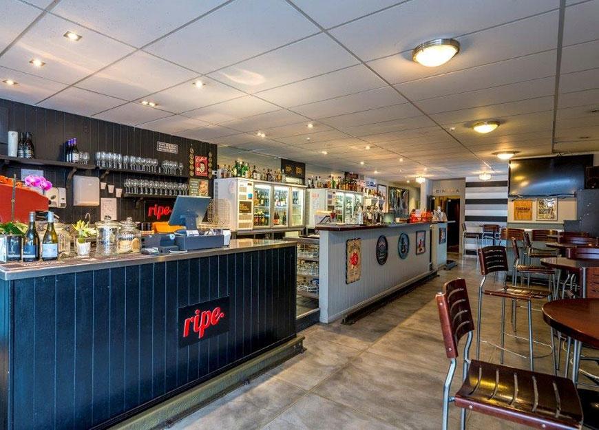 Finn's Paekakariki Bar