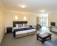 Paekakariki Accommodation - Paekakariki Hotel