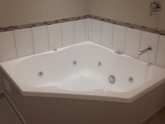 2-bedroom unit spa bath