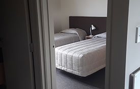 1-bedroom unit single beds