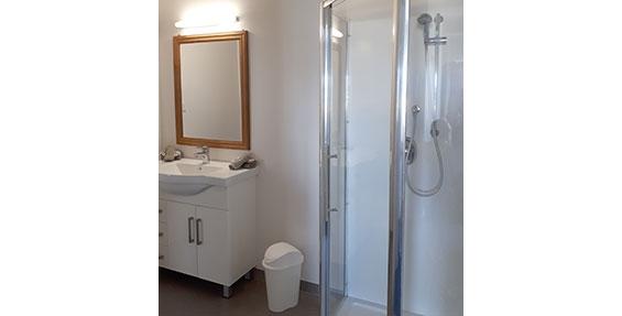 2-bedroom apartment bathroom