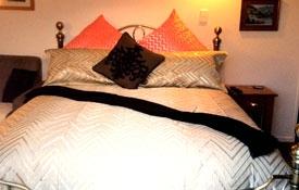 queen-size bed in the studio
