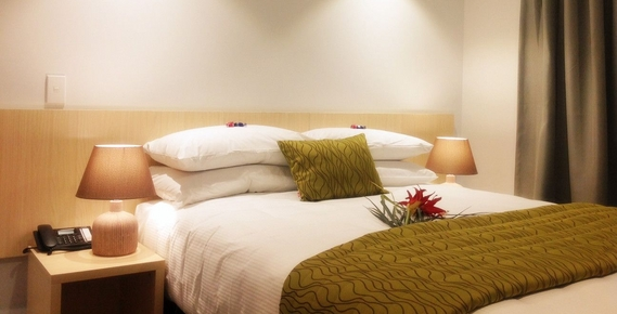 studio suite with queen size bed