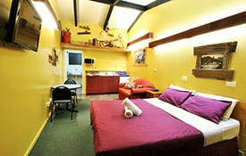 motel units with queen-size beds, kitchenettes and ensuites