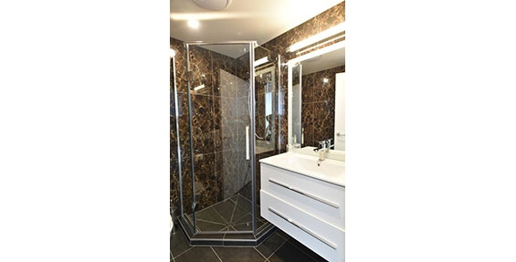 fully tiled bathroom of luxury studio suite