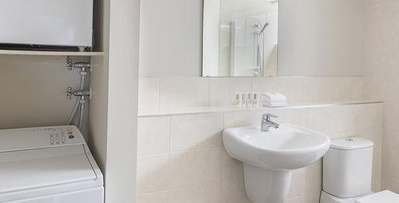 2-bedroom executive bathroom