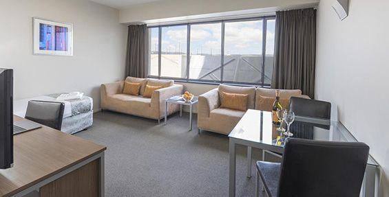 1-bedroom pet lounge