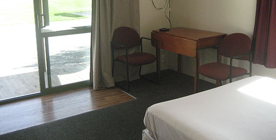 1-room cabin - table and chairs
