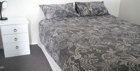 2-room cabin - bed