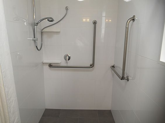 superior king studio (accessible) shower